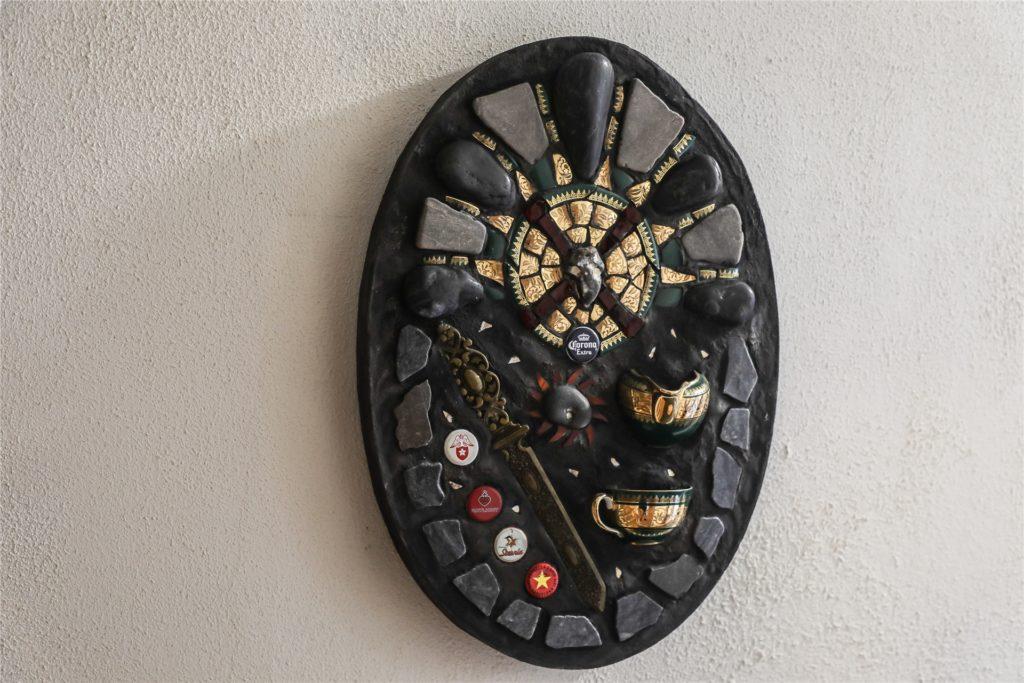 Auch ein Corona-Wappen - mit den Kronkorken des Corona-Biers - hat Nagel gestaltet.
