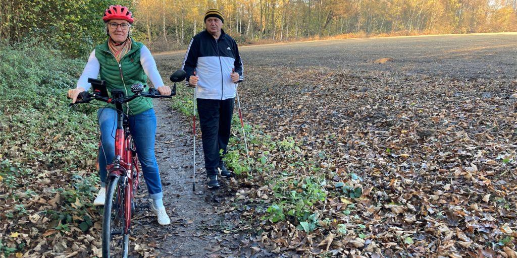 Auch ein Walker stimmt Birgit Coesfeld-Kortumm zu: Dieser Weg in Dortmund-Kirchlinde ist leider sehr eng.