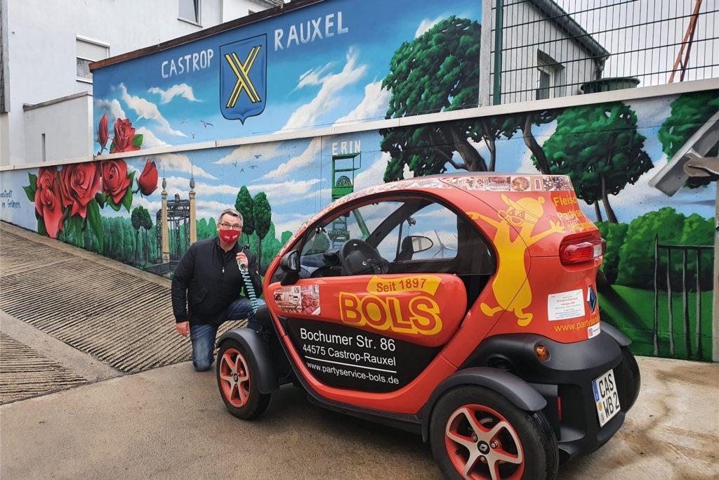 Willi Bols setzt bei den Wagen seiner Fleischerei auf E-Mobilität