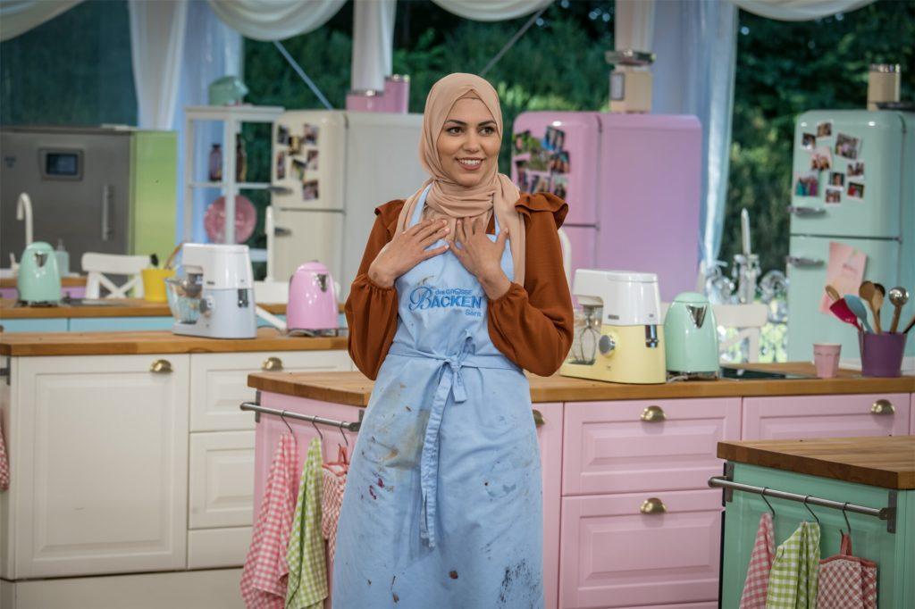 """Was? Ich? Sara wird in Folge sieben der Sat.1-Show """"Das große Backen"""" Bäckerin des Tages und kann es selbst nicht fassen."""