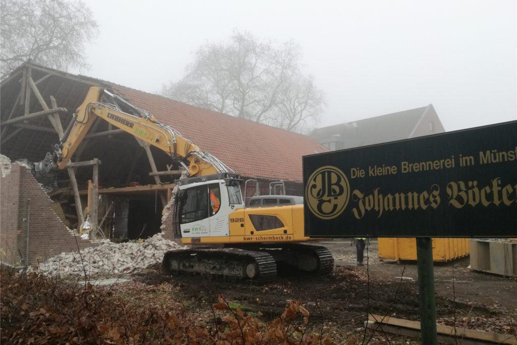 Mit dem Abriss der Scheune auf dem Böckenhoff-Gelände wurde begonnen - der Startschuss der Dorfentwicklung.