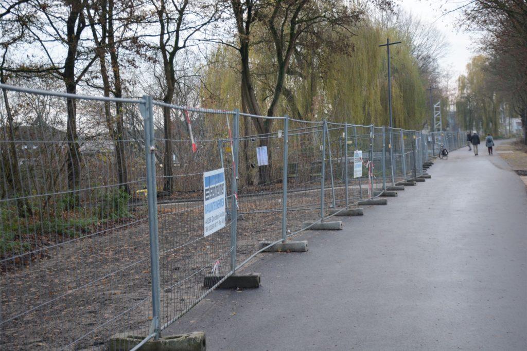 Der Randstreifen am frisch sanieren Kanaluferweg ist noch abgezäunt, soll aber bis Frühjahr begrünt sein.