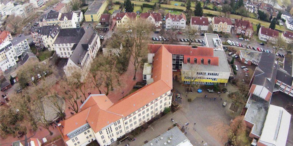 In einer achten Klasse des Adalbert-Stifter-Gymnasiums gibt es einen Corona-Fall.
