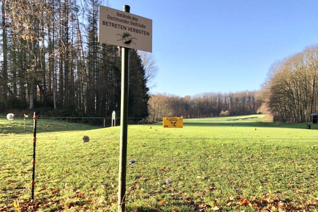 Das Betreten des Golfplatzes ist untersagt.