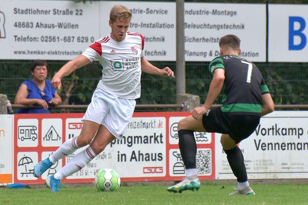 Von Eintracht Ahaus kommt Hendrik Almering (l.) an die Friedmate.