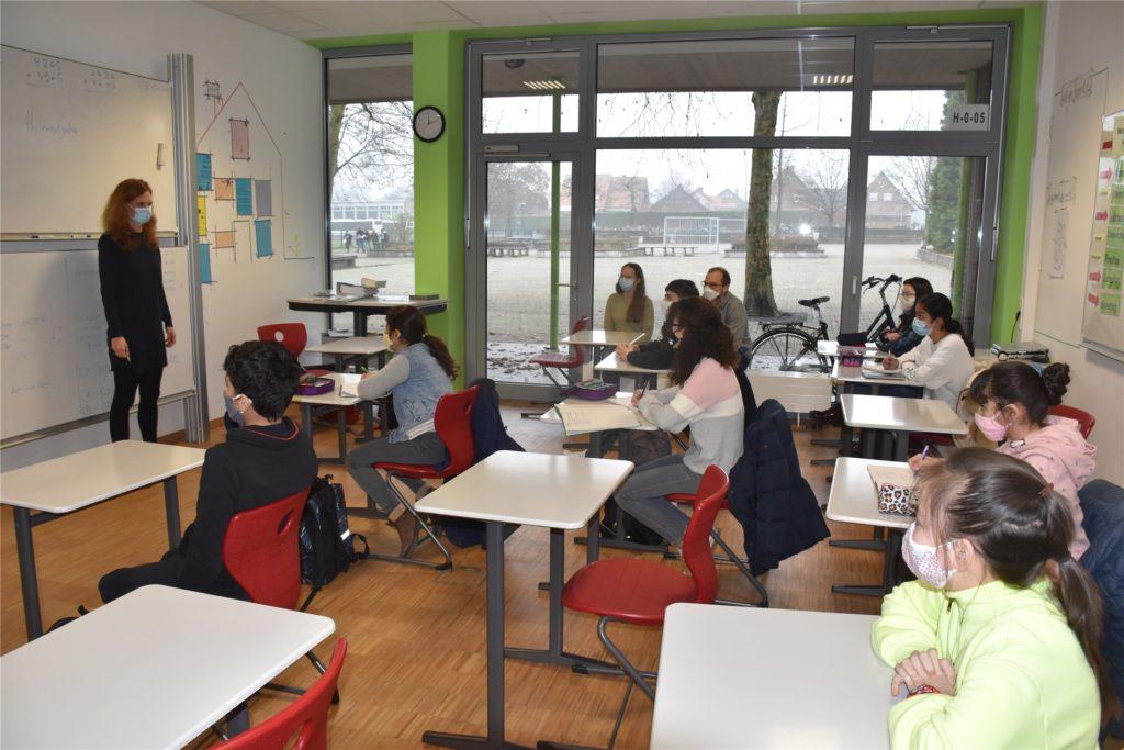 Meike Honerkamp vermittelt den Schülern Deutschkenntnisse, aber auch weitere wichtige Fertigkeiten.
