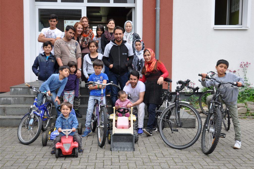 Diese Flüchtlingsfamilien aus Afghanistan wohnten vier Jahre im Jugend-Kloster. Auch nach ihrem Auszug pflegt das Kloster-Team noch den Kontakt zu ihnen.