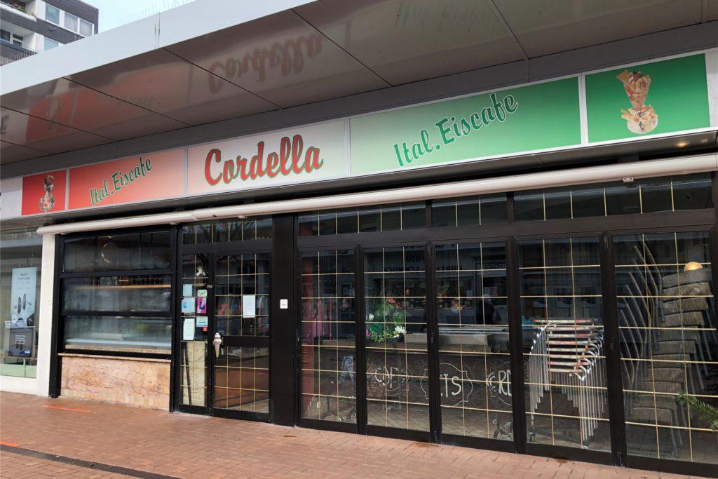 So sieht das Eiscafé Cordella im Scharnhorster Einkaufszentrum EKS von außen aus