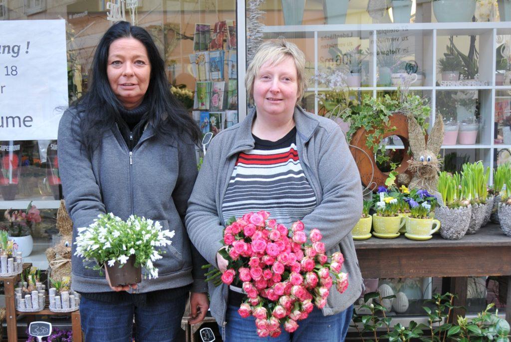 Claudia Jung (r.), Inhaberin der Pustblume, bricht mit einem erneuten Lockdown das komplette Silvestergeschäft weg.