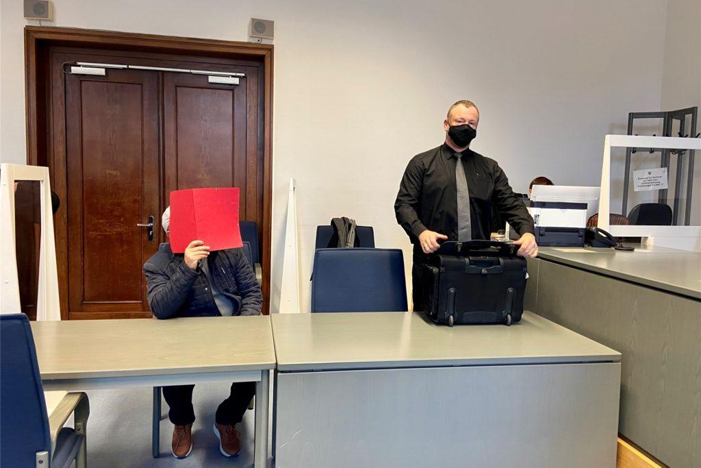 Der Angeklagte ließ seinen Verteidiger Jens-Gunnar Cordesam Donnerstag vor dem Landgericht Dortmund eine Erklärung verlesen.