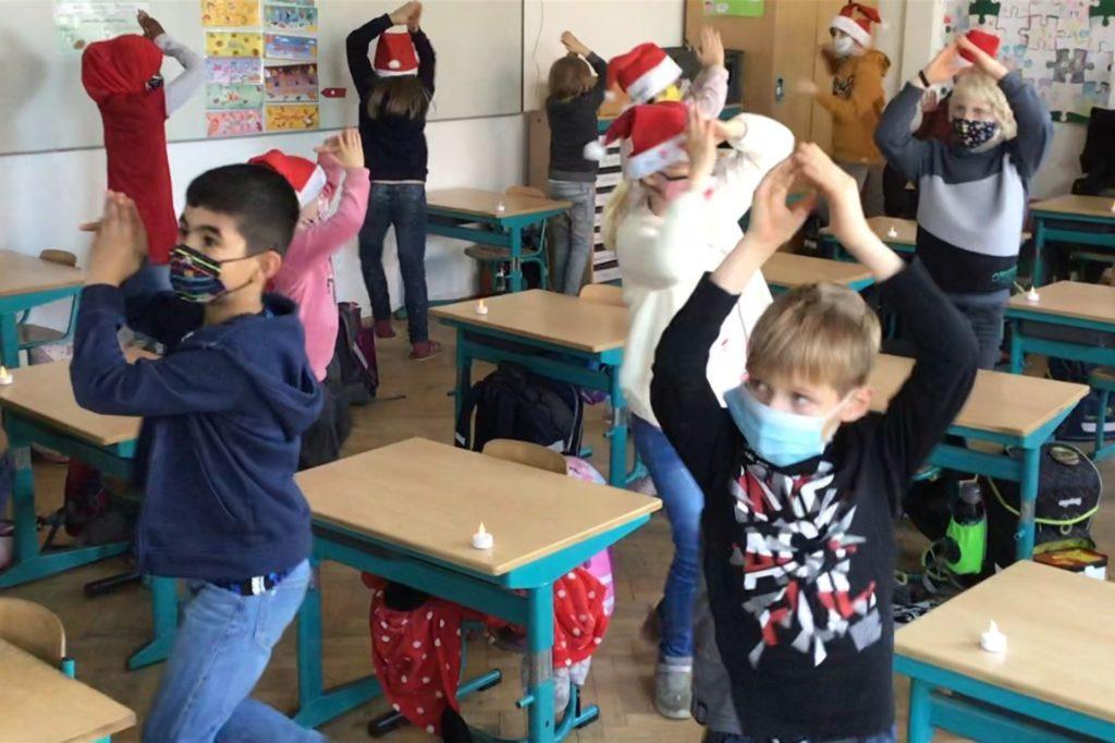 Der Tanz sah lustig aus und war ein gelungener Beitrag zum digitalen Adventssingen der Selmer Overbergschule.