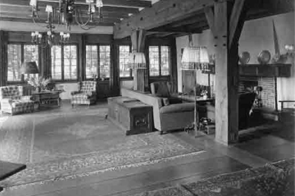 Das große Kaminzimmer des Jagdhauses umfasste allein 90 Quadratmeter.