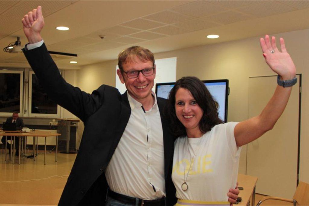 Lothar Christ und seine Frau Bianca freuen sich über den Wahlsieg.
