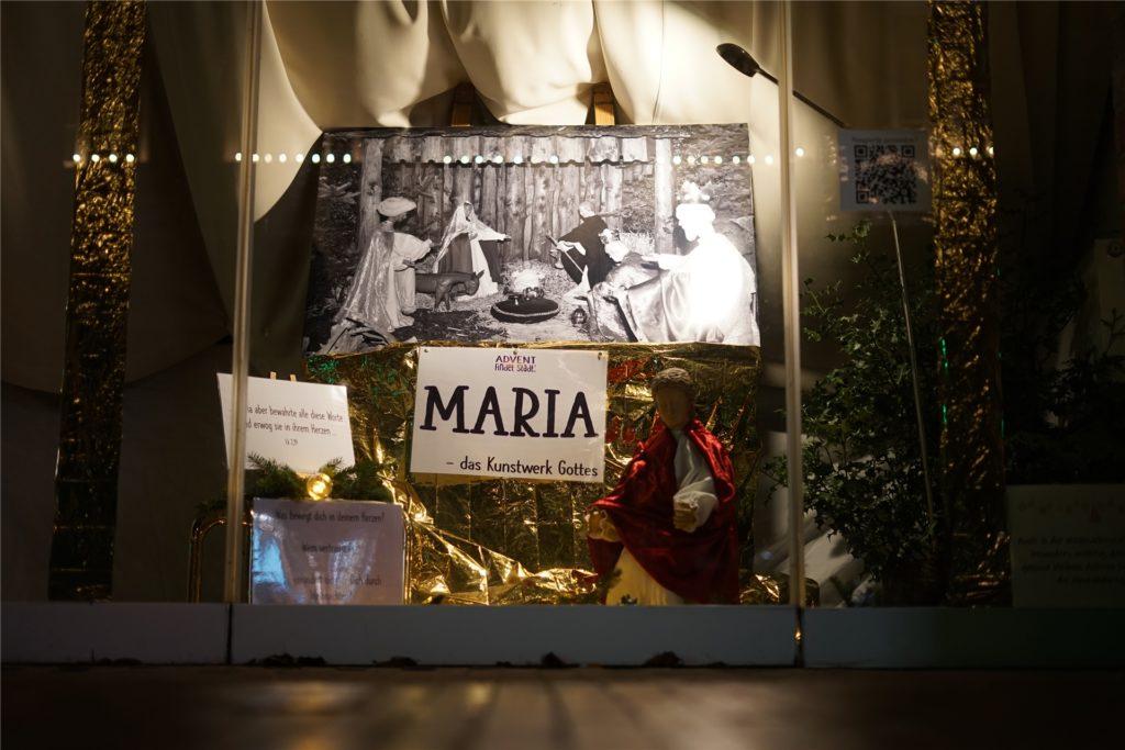 Insgesamt sechs Krippenfiguren sind in der Stadt verteilt.