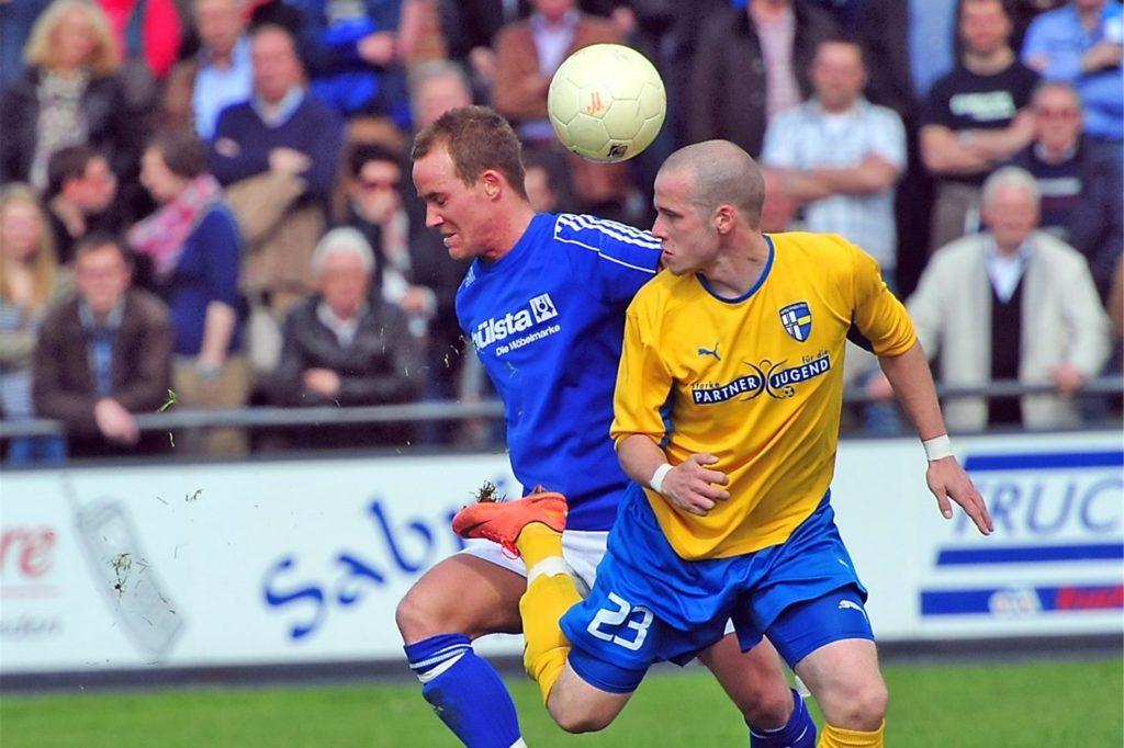 Hier bestritt Mike Holtheuer (r.) das Westfalenliga-Derby gegen den SuS Stadtlohn im Trikot der SpVgg Vreden.