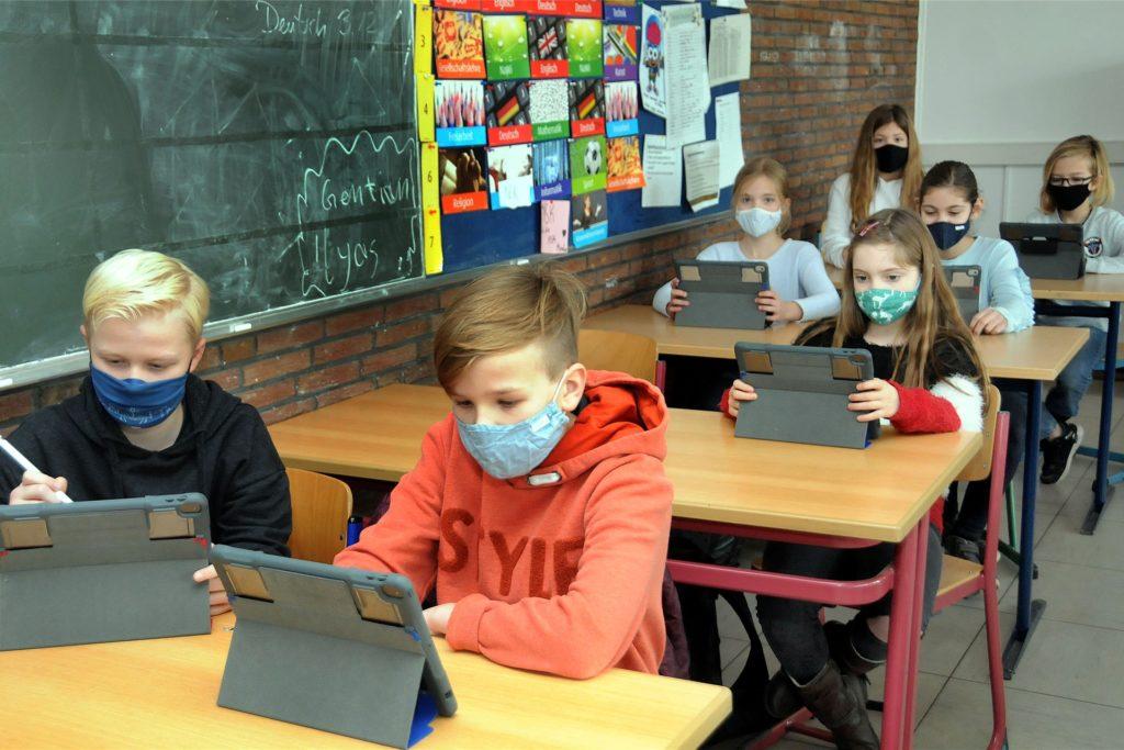 Seit dem Schuljahresbeginn im August ist die 5b der Gesamtschule Gänsewinkel eine Laptop-Klasse.