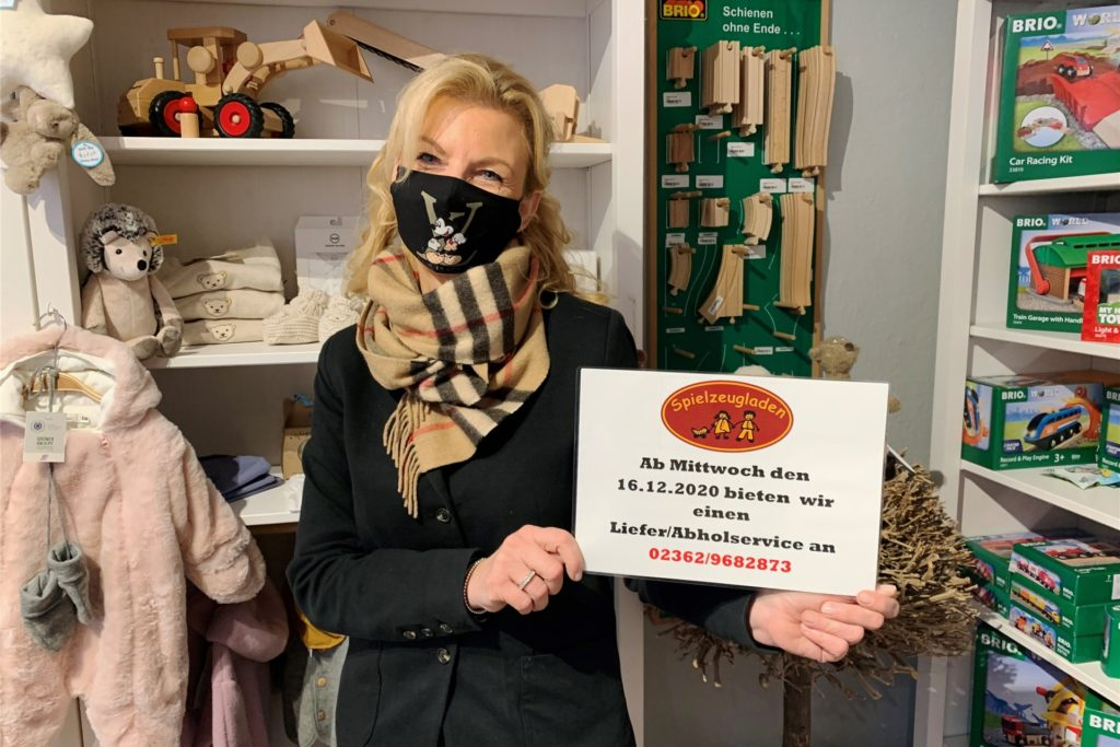 Susanne Wenzel, Inhaberin des Spielzeugladens an der Recklinghäuser Straße, kämpft auf allen Online-Kanälen um ihre Kunden.