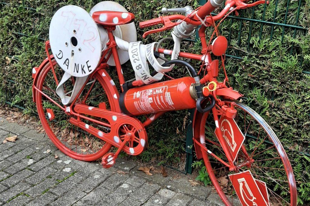Am 20. September erhielt die Feuerwache in Persebeck das erste Fahrrad.