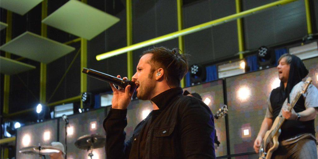 Sänger Kevin Ratajczak, hier Ende 2019 in der Europahalle bei der Generalprobe zur Rehab-Tour, geht mit seiner Band Eskimo Callboy nicht wie geplant auf Tournee. Alle Termine im Januar sind abgesagt.