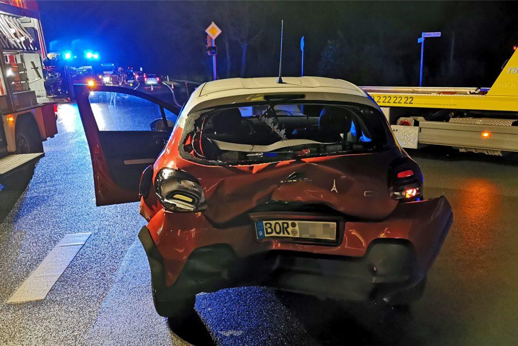 Die Fahrerin dieses Autos wurde schwer verletzt.