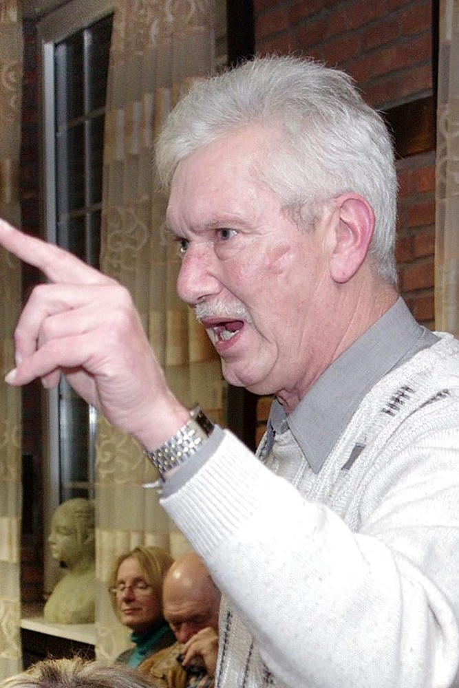 Uwe Gellrich, einer der führenden Köpfe der Protestbewegung, bei einer Informationsveranstaltung zum Thema Dichtheitsprüfung in der Gaststätte Adolf.
