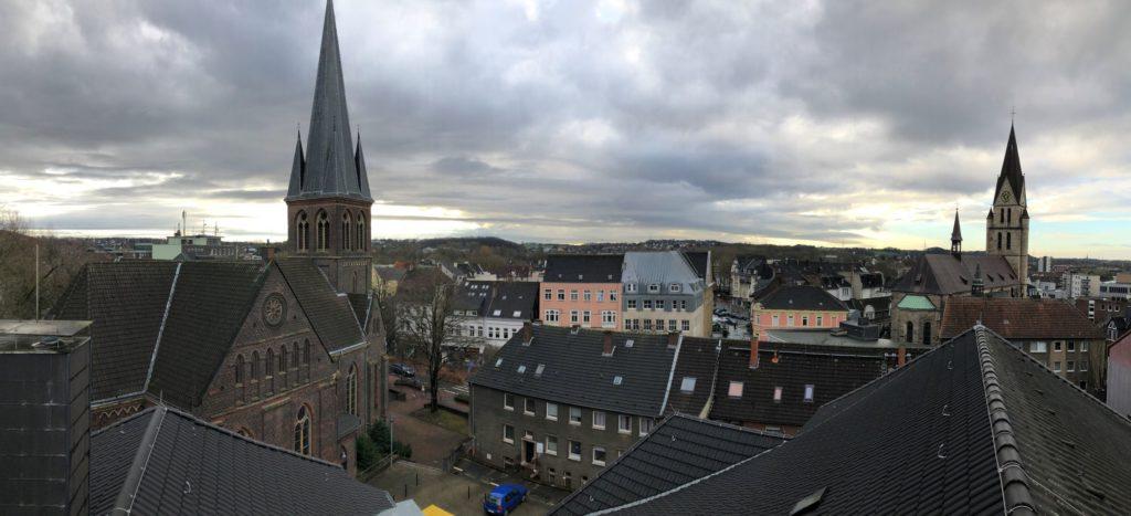 Vom Wichernhaus aus geht der Blick über die Dächer von Castrop.