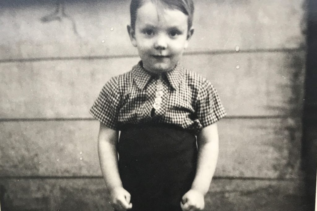 Dieses Foto zeigt Norbert Stein als Kind in den 50er-Jahren an der Alexanderstraße.