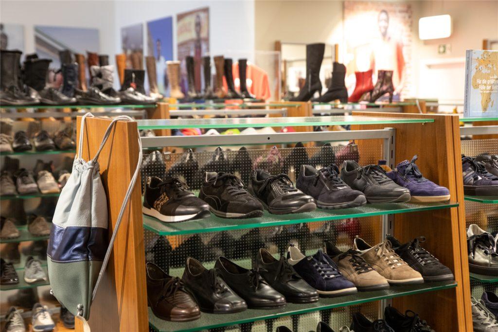 In den Geschäft gibt es Schuhe ab Größe 47.