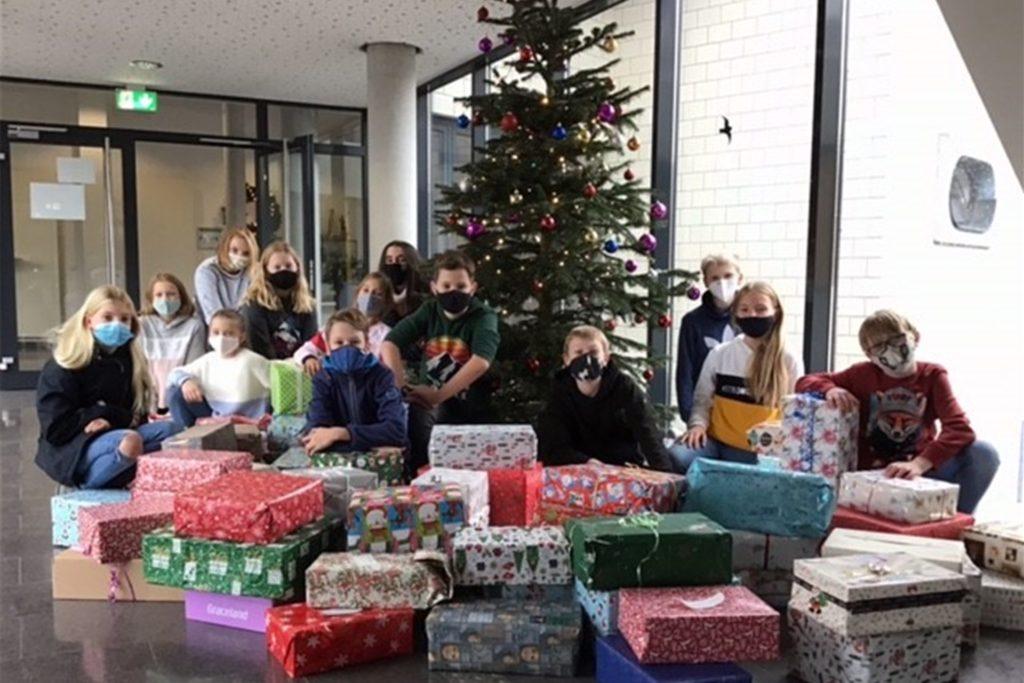 163 Päckchen, so viele wie noch nie seit Beginn der Aktion, haben die AFG-Schüler für bedürftige Kinder gepackt.