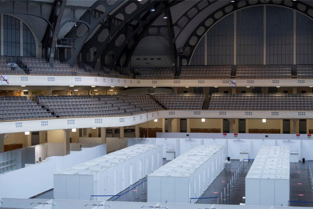 Betriebsbereit ist das künftige Impfzentrum der Stadt Frankfurt in der Festhalle auf dem Messegelände.