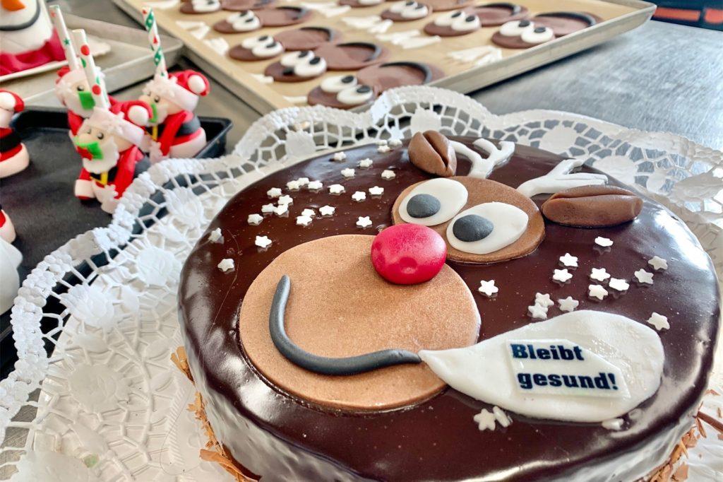 Einen Rentierkuchen gibt es passend zur Jahreszeit.