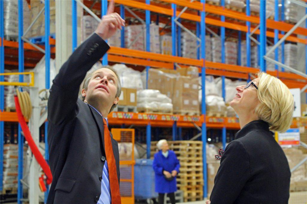 Wirtschaftsförderin Carolin Brautlecht 2016 im Gespräch mit Jan Moormann von der Firma Uniferm: Neben der Ansiedlung von neuen Firmen betreute Brautlecht die bestehenden Unternehmen in Werne.