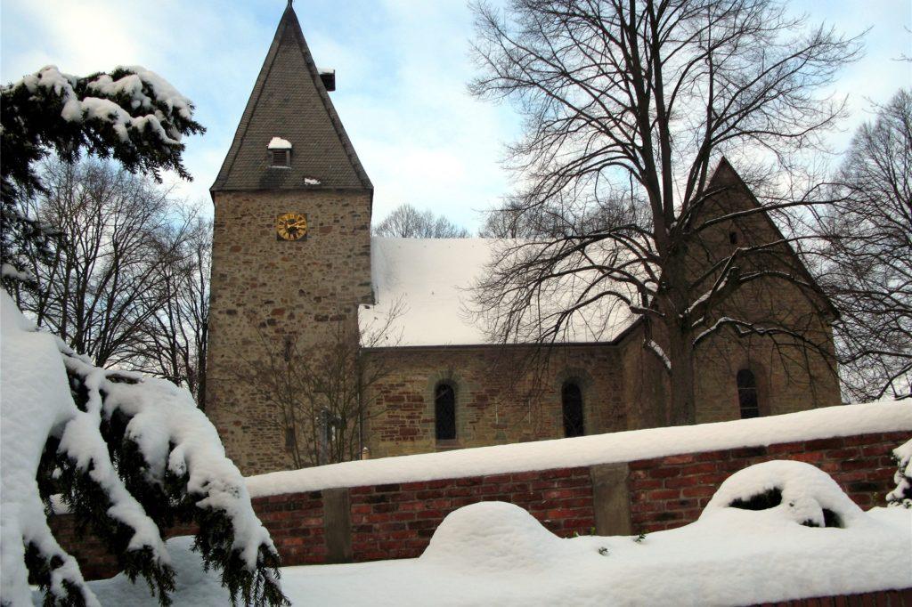 Nicht nur die weiße Weihnacht bleibt ein Traum. Auch der traditionelle Gottesdienstbesuch in der Johanneskirche in Hennen ist zum Fest wegen Corona nicht möglich.