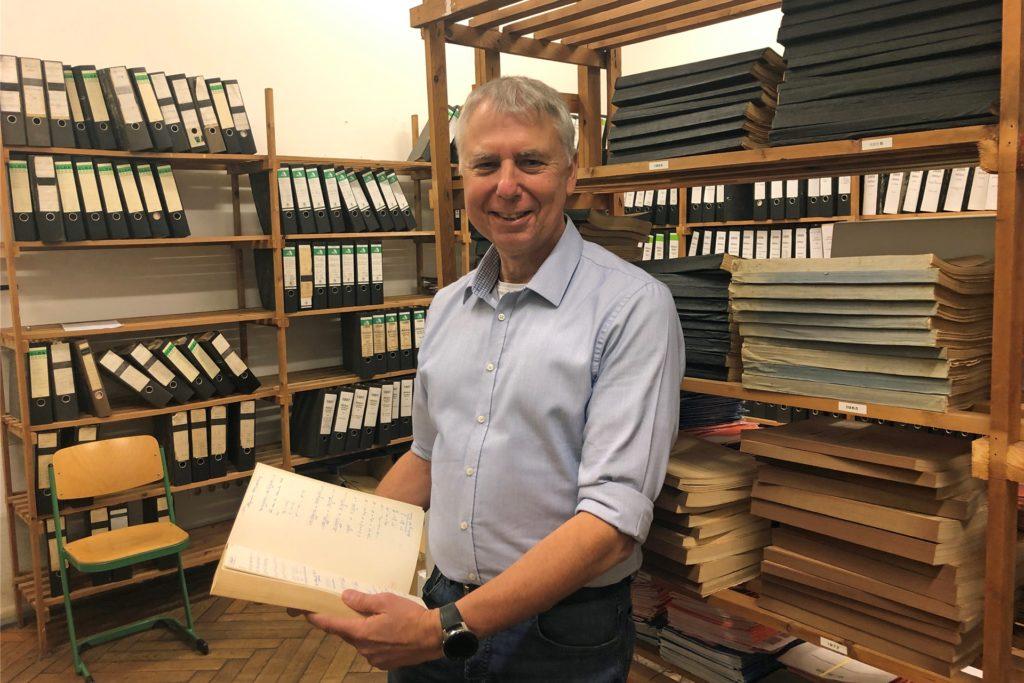 Hans-Detmar Pelz findet immer wieder Interessantes im Archiv des ASG.