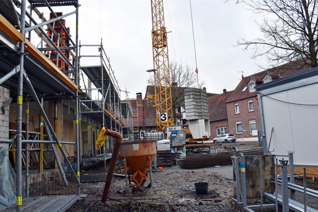 Noch einige Monate wird es eine Großbaustelle an der Stiftsstraße im Asbecker Ortskern geben.