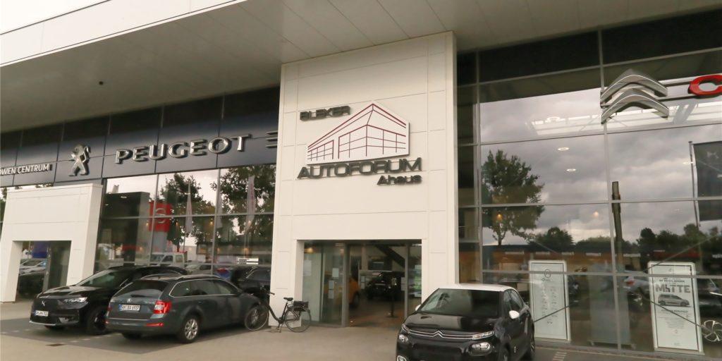 Die Unternehmesgruppe Bleker –  hier der Standort des Autoforums in Ahaus – kann ihren Standort in Borken im nächsten Jahr erweitern.