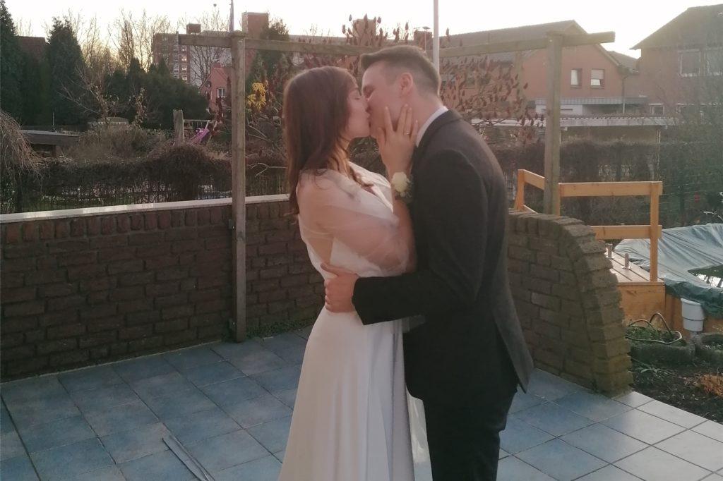Im kleinsten Familienkreis haben Sandro und Nataly ihre Hochzeit in Werne privat gefeiert.