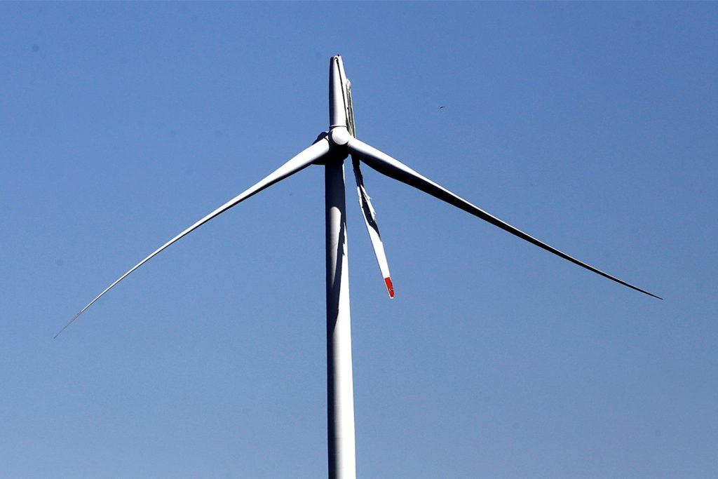 Im April war ein Flügel des Windrads abgeknickt und später zu Boden gestürzt.