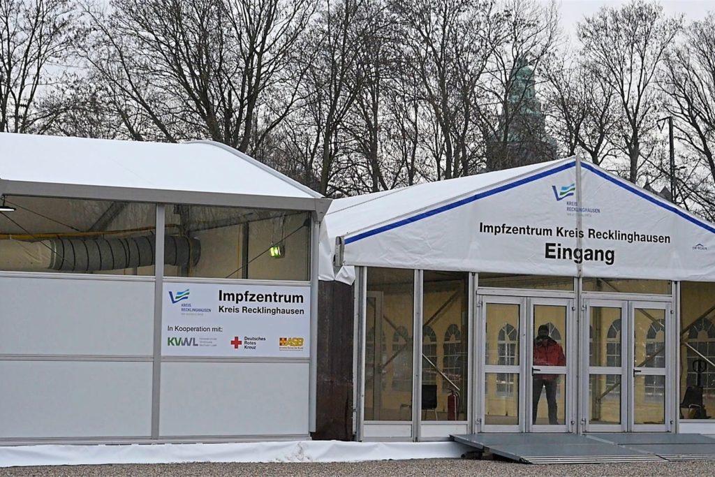 Das Impfzentrum des Kreises auf dem Konrad-Adenauer-Platz in Recklinghausen steht. Dieses Jahr wird hier voraussichtlich aber niemand mehr geimpft.
