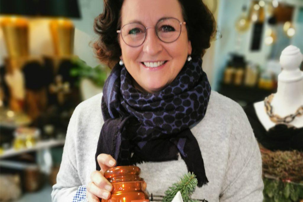 Astrid Lensker gibt den Tipp: Duftkerzen für ein gemütliches Zuhause.