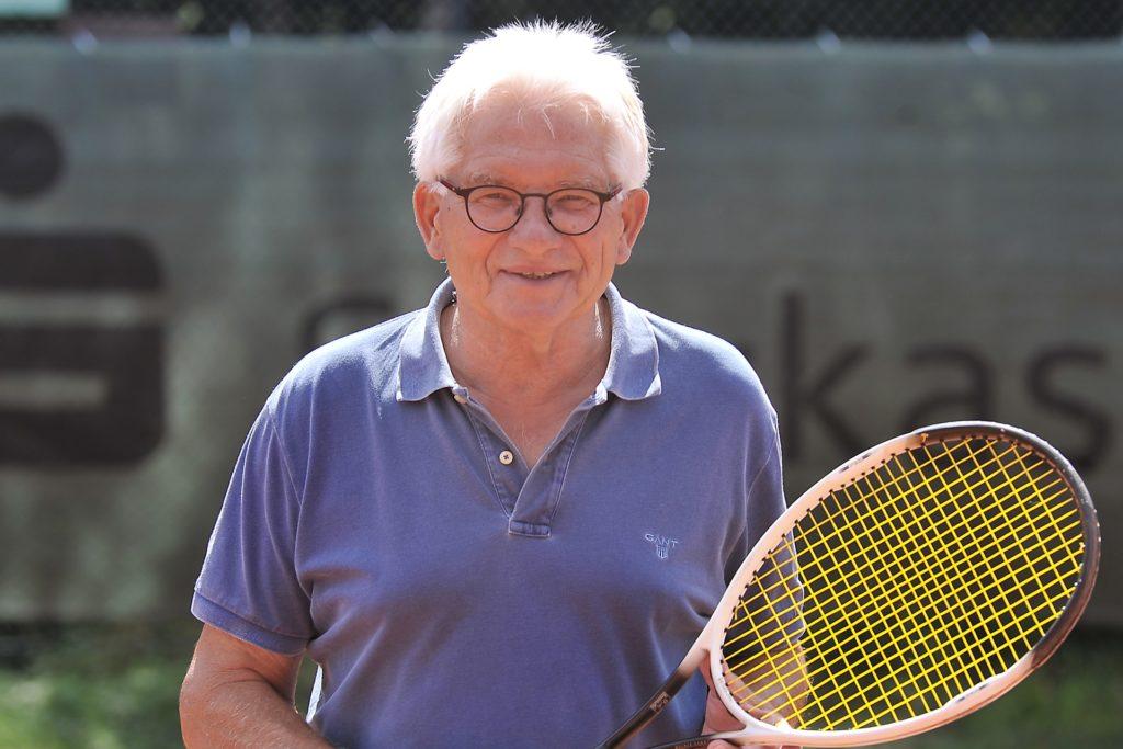 Ulrich Viefhaus ist langjähriger Tennisspieler und Gründer des TC Grün-Weiß Frohlinde.