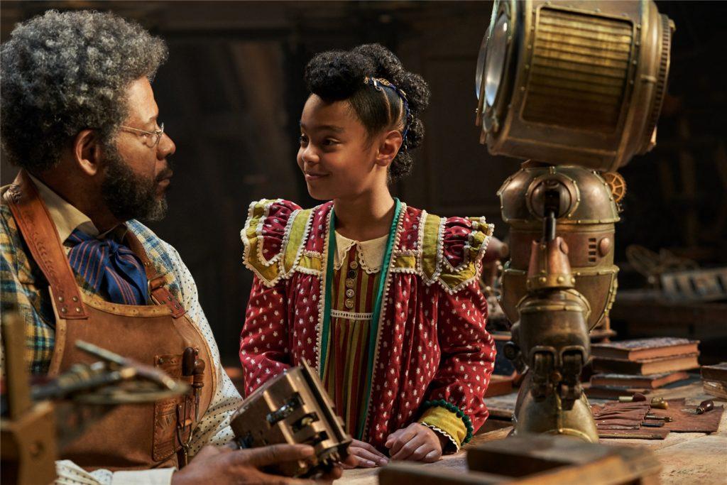 """In """"Jingle Jangle Journey"""" wird ein Spielzeug-Erfinder (Forest Whitaker) von seiner Enkelin (Madalen Mills) unterstützt."""