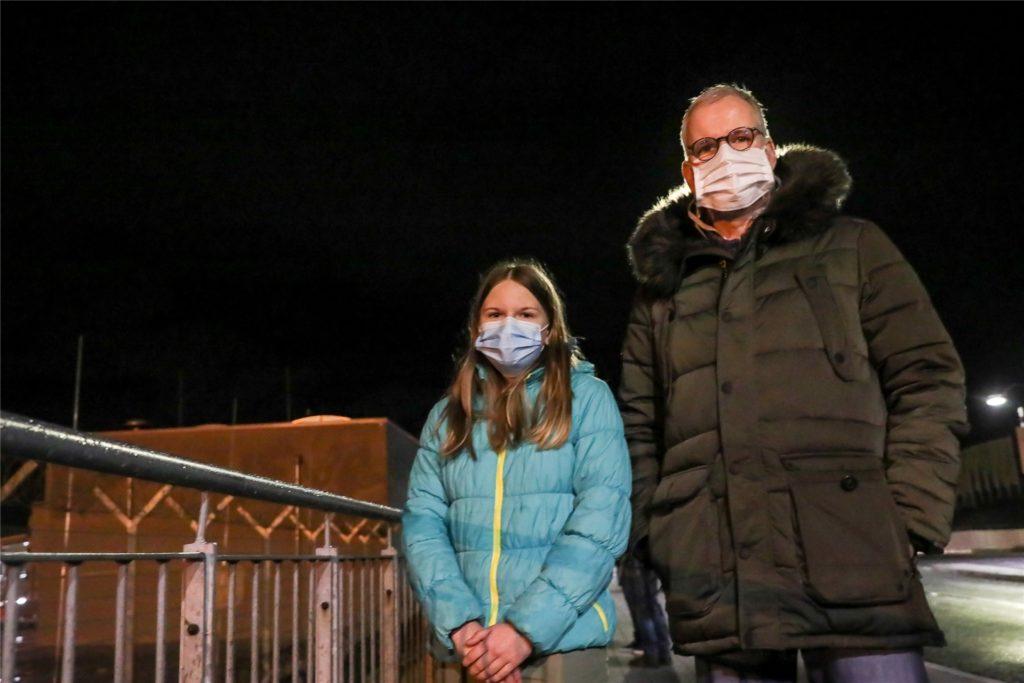 Gemeinsam mit seiner Tochter Anna wartete Jörg Maselli am Sonntagabend am Dortmunder Flughafen auf die Rückkehr von Sohn Niels aus London.