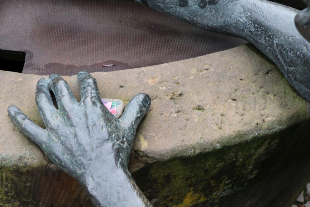 Das Verstecken, Suchen und Finden ist für die Steinmaler ein wichtiger Teil der Freizeitbeschäftigung.