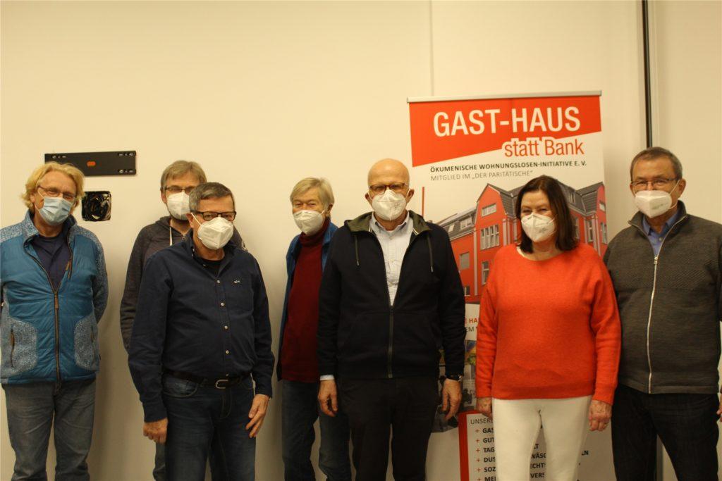 Dr. Thomas Lenders, Jens Feigel, Hans-Georg Kubitza, Ulrike Ulrich, Heinrich Bettenhausen und Elga Roesner (v.l.) bei der Verabschiedung von Dr. Klaus Harbig (rechts).