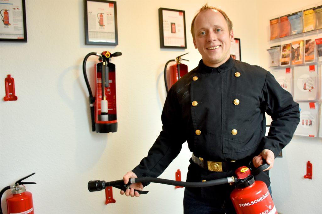 Brandschutz gehört mit zu seinem Angebot. Mit dem Gebietsmonopol der Schornsteinfeger wurde 2013 auch das Nebenbeschäftigungsverbot gekippt. Philipp Pohlschröder kann daher auf mehrere Standbeine setzen.