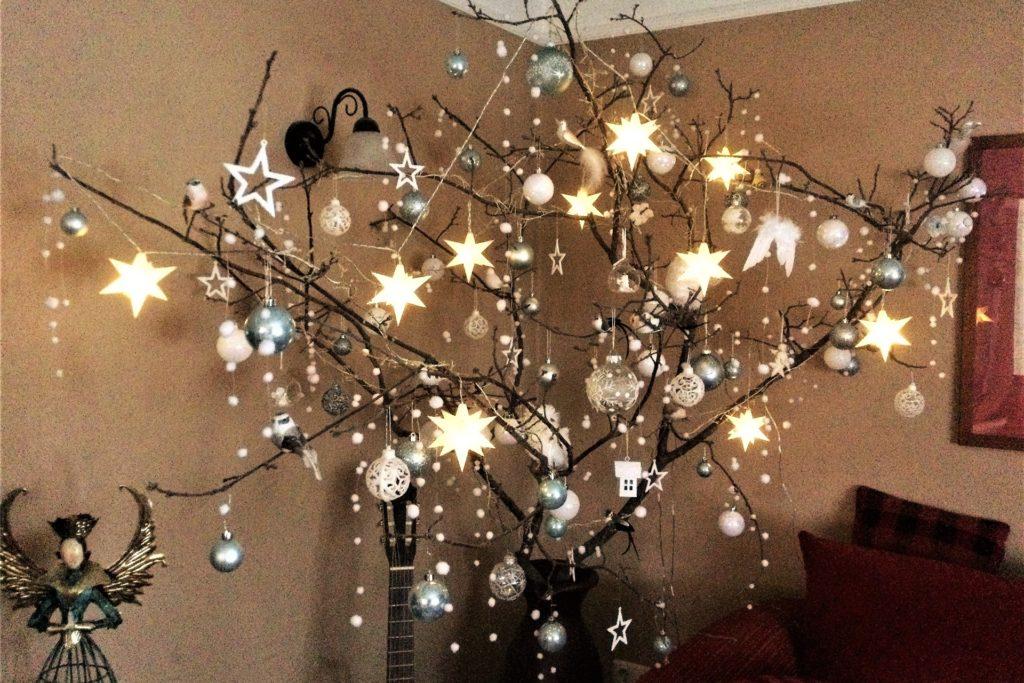 Der Weihnachtsbaum von Ilona Knieper ist ein Wechselbaum. Das ganze Jahr über einsetzbar und völlig nadelfrei.