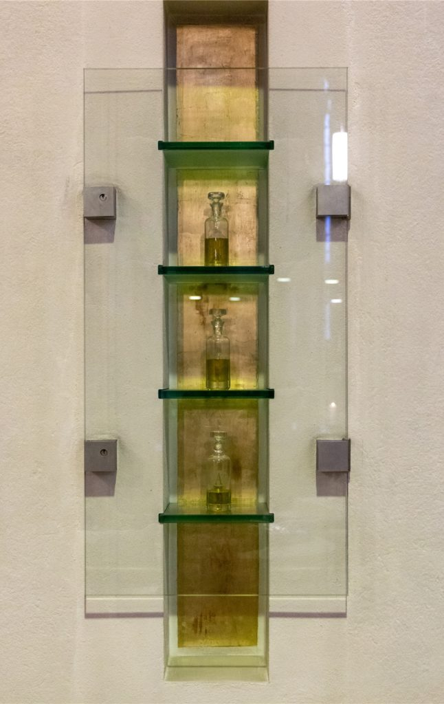 Behälter mit heiligen Ölen