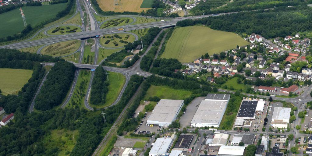 Ein Verkehrsunfall mit Fahrerflucht in der A42-Abfahrt Bodelschwingh/Autobahnkreuz Castrop-Rauxel-Ost beschäftigt die Polizei.