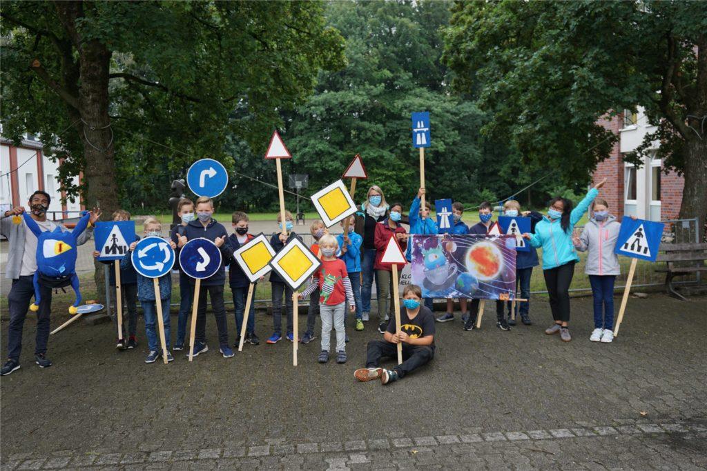 """Unter dem Titel """"What to do when sommer comes?"""" organisierte das Team des Kirchhellener Jugend-Klosters die gesamten sechs Sommerferienwochen ein buntes Programm für Kinder."""